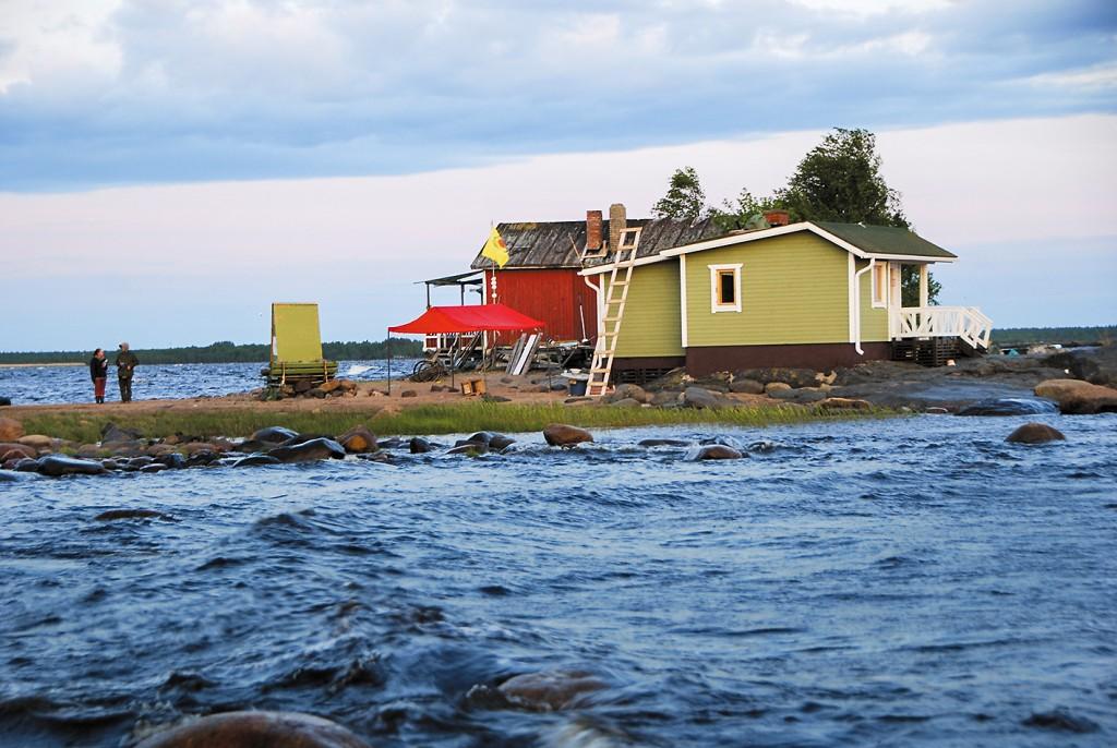Några av stugägarna på udden som inte velat sälja – men fått sin mark exproprierad – gav stugnycklarna till aktivisterna istället. Foto: My Leffler