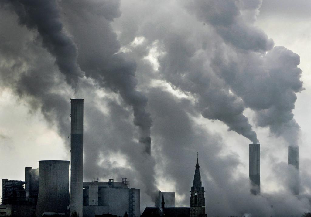 Lönsamheten ligger numera inte i kolet, utan i de förnybara energikällorna, skriver Johan Ben Mohammad.  Foto: AP Photo/Frank Augsteint/TT