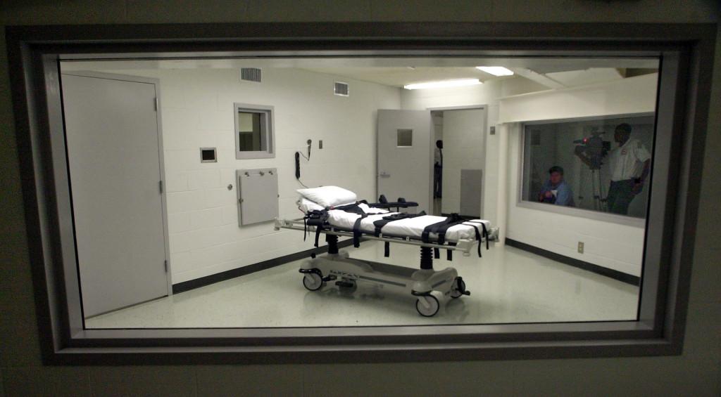 Ett rum för kemisk avrättning i Alabama USA. Hundratals människor avrättas fortfarande varje år men vi ser också en  långsam positiv utveckling där allt fler länder avskaffar dödsstraffet. Foto: Dave Martin/AP/TT