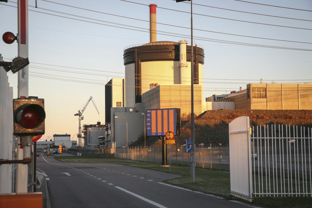 Eon har även beslutat tillsammans med Vattenfall att inte investera mer i Ringhals 1 och 2, som därmed kommer att stängas före 2020 enligt Vattenfall.