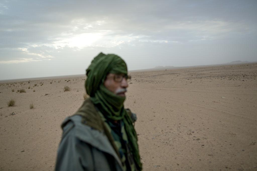 Ali el Arabe kör skolbuss i Mijek i den del av Västsahara som Polisario kontrollerar. Foto: Johan Persson