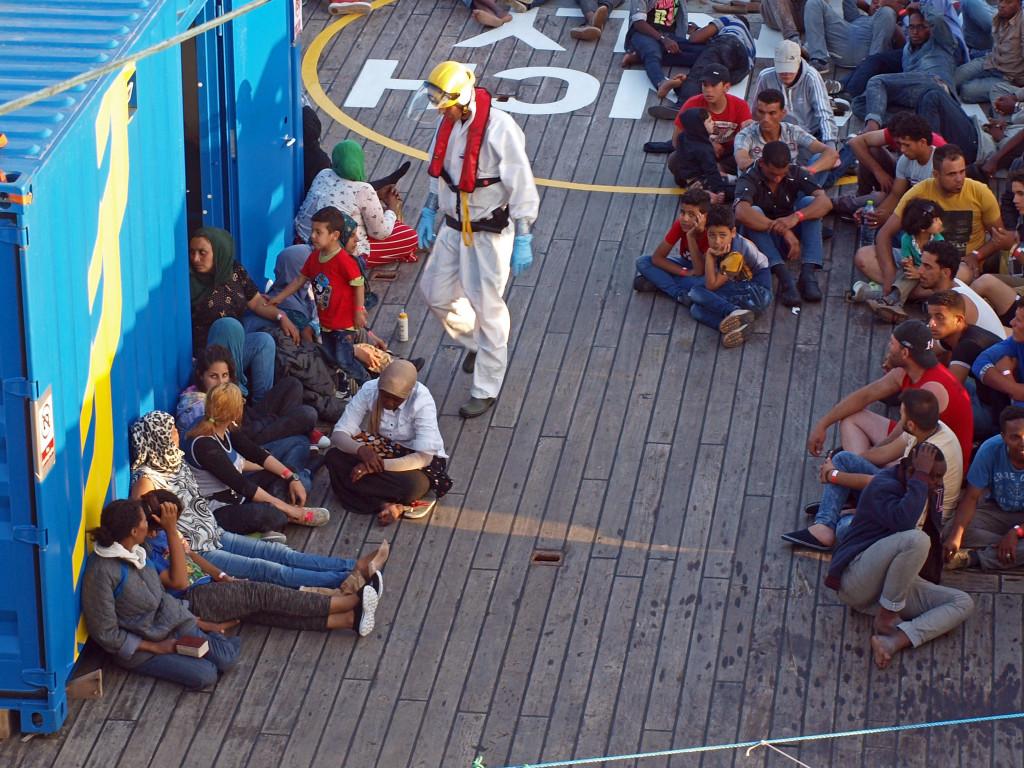 Terrorn tar inte paus, människor fortsätter att fly. Foto: Kustbevakningen/TT