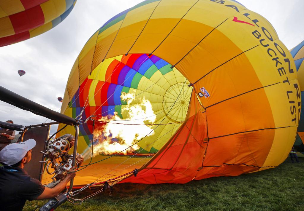 Måste ekonomin hela tiden blåsas upp som en ballong för att samhället ska fungera? Foto: Andres Leighton/AP/TT