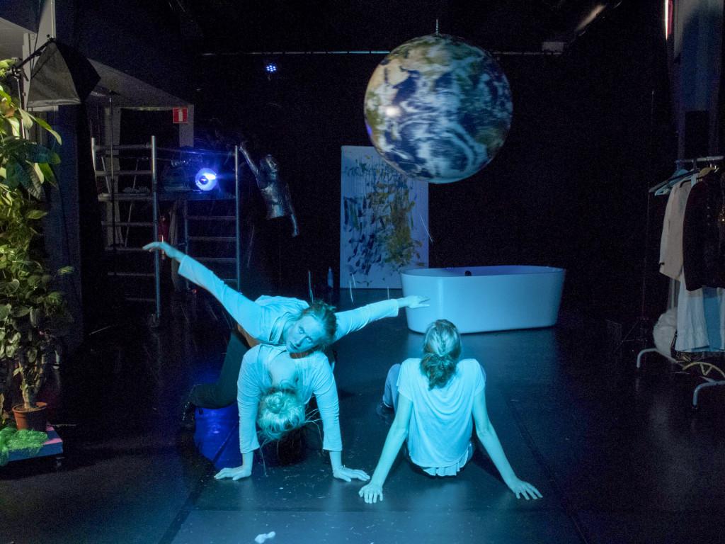 PotatoPotato är ett ungt scenkonstkollektiv med egen scen i Malmö.