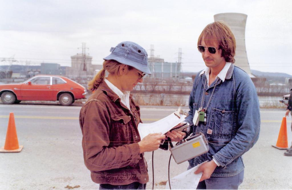 Mätning av strålning utanför kärnkraftverkets kontrollgräns under TMI-krisen 1979. Foto: Klas Lundström
