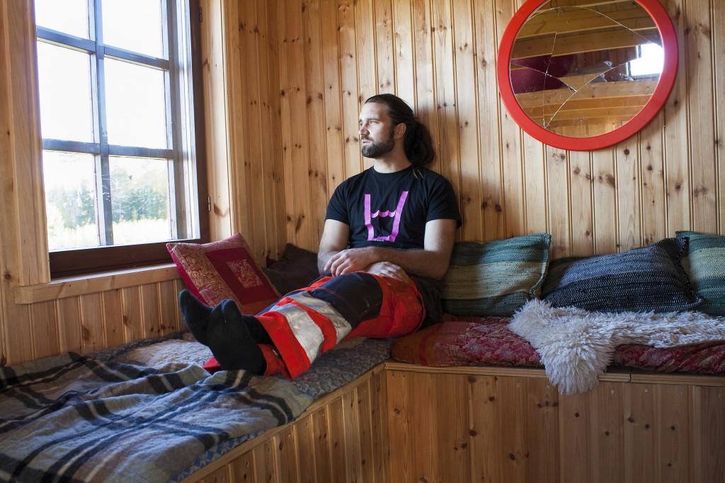 Många av sakerna som Markus Skoog använder till sitt hem har han hittat på olika platser eller fått av vänner. Foto: Carin Emenius