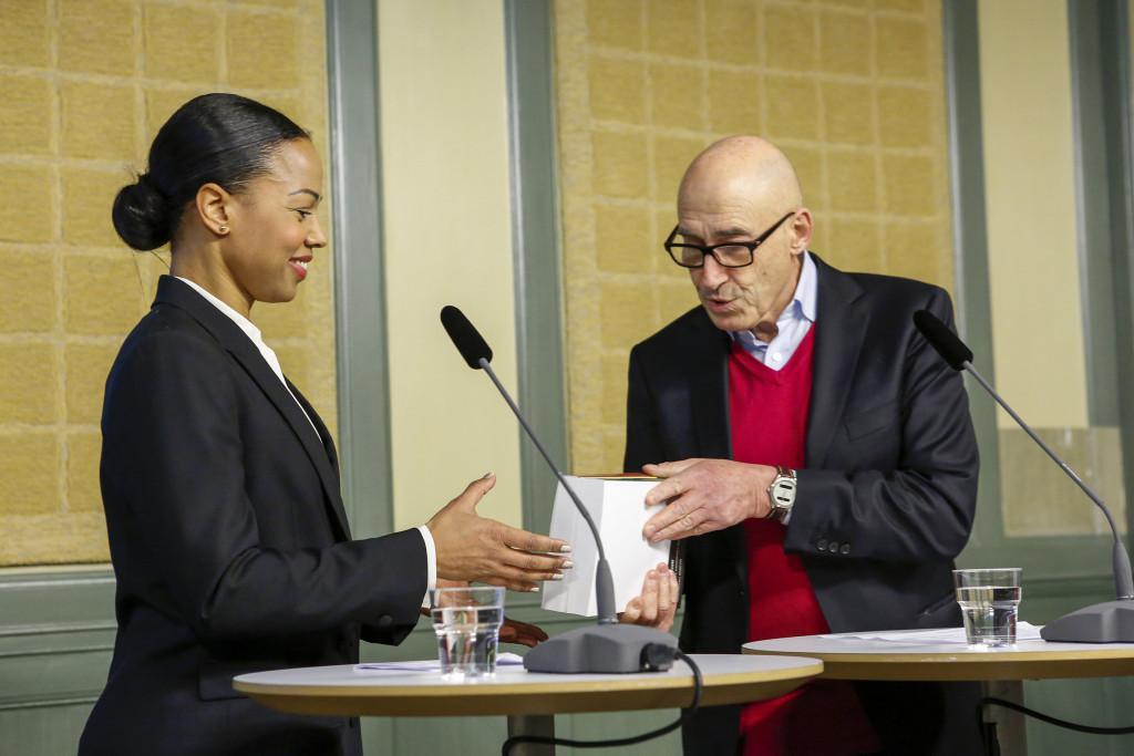 Kultur- och demokratiministern Alice Bah Kuhnke och utredaren Olle Wästberg höll pressträff i Rosenbad när betänkandet Låt fler forma framtiden! överlämnades den 18 januari. Foto: Christine Olsson/TT