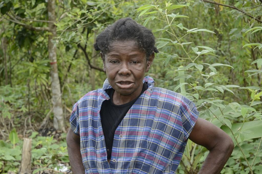 En jordbruksarbetare från Haiti som arbetar i Mata Mamón i Dominikanska republiken. Aktivister menar att dessa kvinnor vare sig finns med i statistiken eller inom de program som syftar till att ge stöd till migranterna på landsbygden. Foto: Dionny Matos/IPS