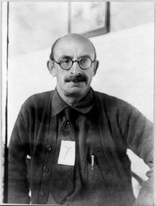 1919 deporterades Alexander Berkman, Emma Goldman och 200 andra till Ryssland. Det här fotot togs dagen före deportationen. Foto: Public Domain