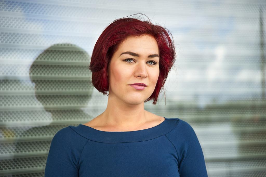 """Camilla Sten är född 1992 och läser till psykolog vid Uppsala universitet. """"En annan gryning"""" är hennes debutroman. Foto: Jan-Åke Eriksson."""