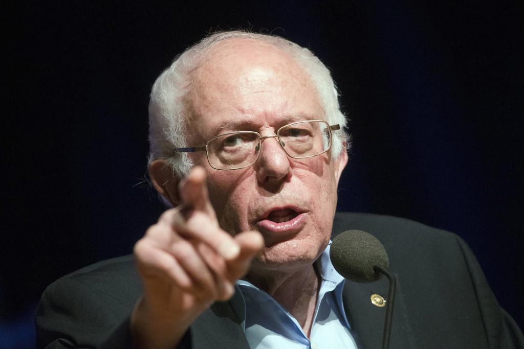 """Bernie Sanders har byggt sin plattform på en vision om skattefinansierad välfärd och kritik mot """"kriget mot terrorn"""" och massövervakning. Men hans väg till den amerikanska politikens toppskikt har inte varit spikrak. Foto: John Minchillo/AP Photo/TT."""