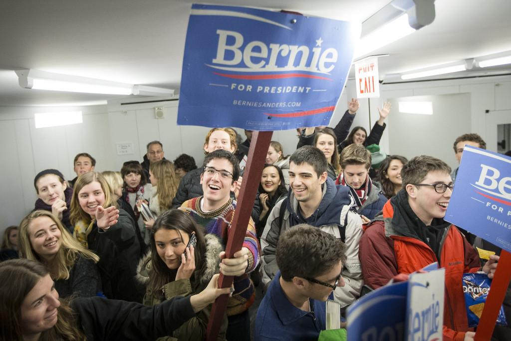 Många unga delar den dystra världsbild som Sanders målat upp, enligt journalisten John Cassidy. Foto: John Minchillo/AP Photo/TT.