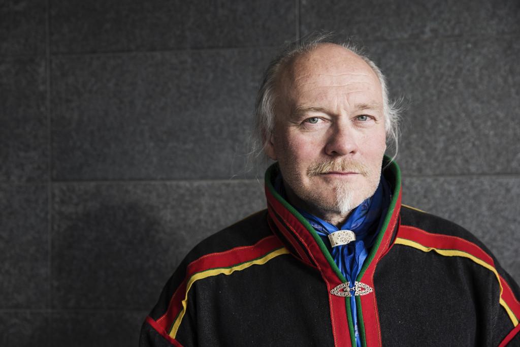 """Mats """"Matti"""" Berg är ordförande i Girjas Sameby. Fotograferad i Gällivare iklädd kolt. Foto: Emma-Sofia Olsson/ SvD/ TT."""