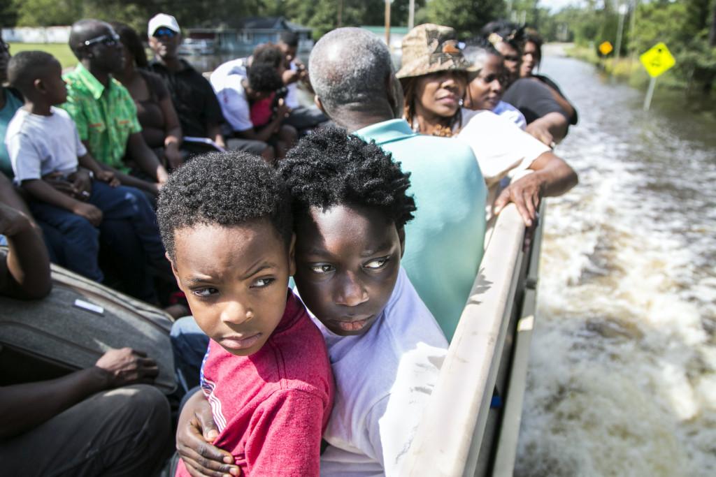 Översvämningarna blir fler och fler i världen. Var finns lösningarna på de samhällsproblem som får vår livsmiljö på jorden att svikta? Foto: Jason Lee/AP/TT.