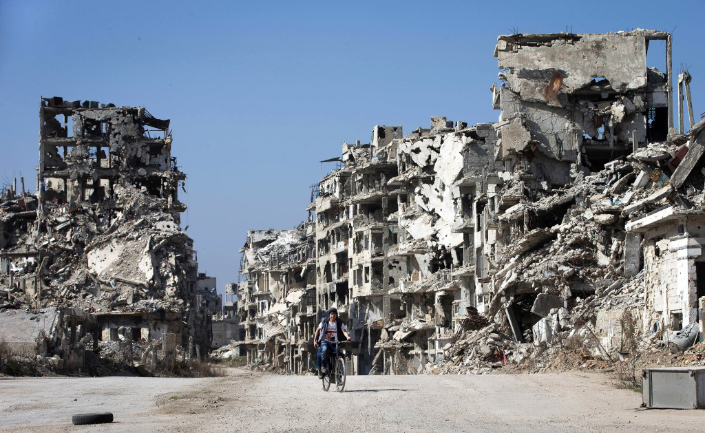 Homs den 26 februari 2016. De som ser och bryr sig borde lägga ner vapnen, skriver Lászlo Gönczi. Foto: Hassan Ammar/AP Photo/TT.
