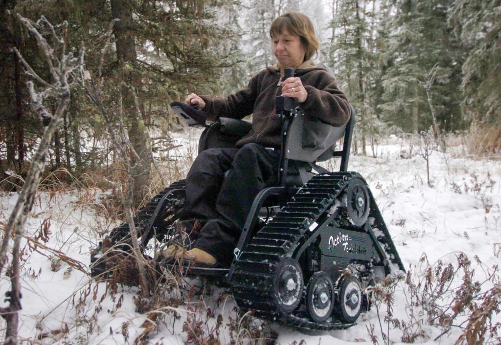 Skogen är tillgänglig med rullstol – i varje fall om den har larvfötter. Men handikappanpassad är den inte. Foto: Ben Boettger/AP/TT.