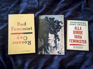 """Omslagen till Roxane Gays """"Bad feminist"""", Hélène Cixous """"Medusas skratt"""" och Chimamanda Ngozi Adichies """"Alla borde vara feminister"""". Foto: Nike Markelius."""