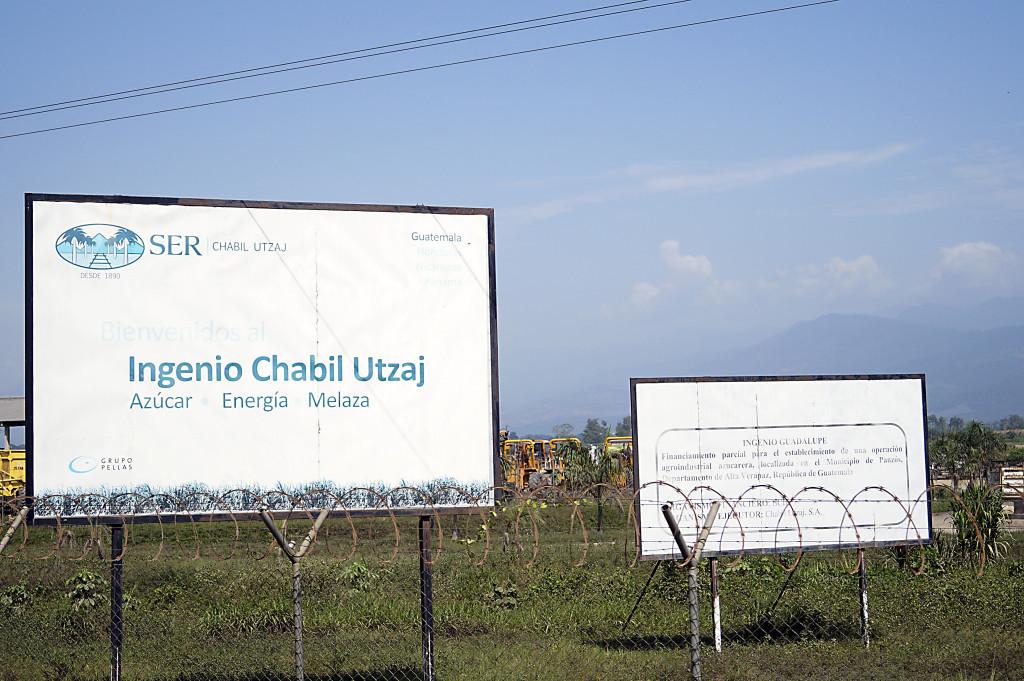 Företaget Chabil Utzaj avhyste våldsamt 800 familjer när företaget köpte markerna där människorna bodde.