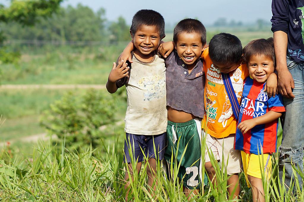 Regeringen har lovat de drabbade familjerna nya marker på en ny plats där det ska finnas tillgång till rent vatten, utbildning och sjukvård, men de väntar fortfarande.
