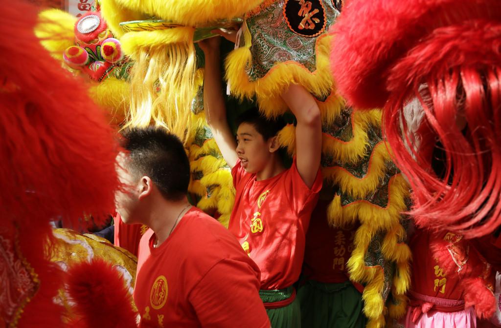 Kinesiskt nyår i Chinatown i San Francisco. Just för att den kinesiska kulturen är stark i delar av USA går det bra för kineser som lever där, skriver Harald Enoksson. Foto: Eric Risberg/AP/TT