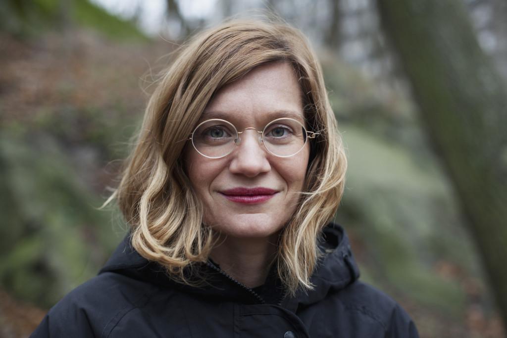 Josefin Olevik beskriver i sin bok hur hon själv skaffat barn med assisterad befruktning och flätar in andra mammors, barns och donatorers historier. Foto: Weyler/Sofia Runarsdotter.
