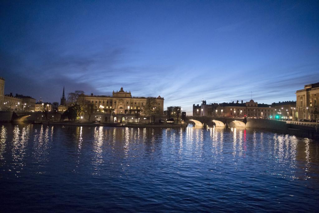 Riksdagshuset på Helgeandsholmen med Norrbro till höger. Foto Bertil Enevåg Ericson/TT.
