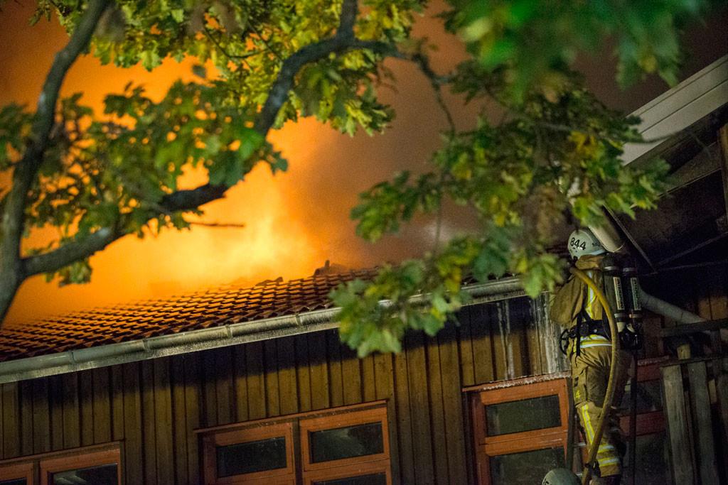 I oktober förra året brann det i Furulidsskolan i Onsala i Kungsbacka. Byggnaden var tänkt för att användas som asylboende. Foto: Björn Larsson Rosvall/TT.